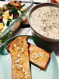 No-flour Mushroom Soup & Wholemeal Garlic Bread [Recipe]